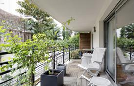 Luxury 3 bedroom apartments for sale in Ile-de-France. Paris 16th District – With a near 200 m² private garden