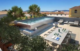 Saint-Tropez — Penthouse with pool in the city center for 6,775,000 €