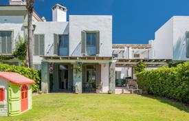 Townhouses for sale in Andalusia. South facing townhouse with communal pool very close to the beach and the Tennis Club