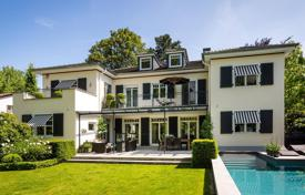 5 bedroom houses for sale in Germany. Elite three-level villa with pool, garden and garage in Frankfurt, Lerchesberg area