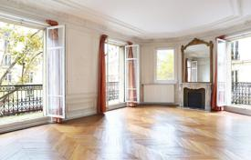 Luxury 5 bedroom apartments for sale in France. Paris 5th District – A near 180 m² apartment in a prime location