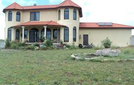 5 bedroom houses for sale in Bulgaria. A charming house for sale in the town of Kableshkovo, Municipality of Pomorie, 8 km away from the beach
