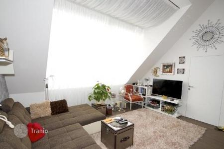 2 bedroom apartments for sale in Alsergrund. Comfortable bedroom with a terrace in Alsergrund, Austria