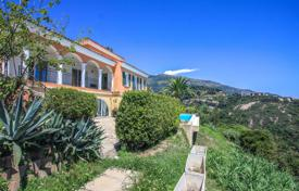 Houses with pools for sale in Menton. Villa with panoramic sea views, located on the hills of Menton