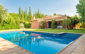 Southwest facing 2 storey family villa in a quiet area of Sotogrande Alto for 650,000 €