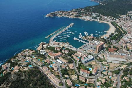 Development land for sale in Costa Brava. Development land – Sant Feliu de Guixols, Catalonia, Spain