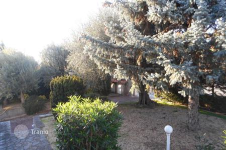 Residential for sale in Bouches-du-Rhône. Spacious house in a prestigious district of Marseille