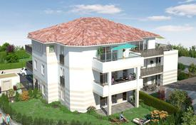 1 bedroom apartments for sale in Aquitaine. One-bedroom apartment with a terrace in a new building, Anglet, Aquitaine, France