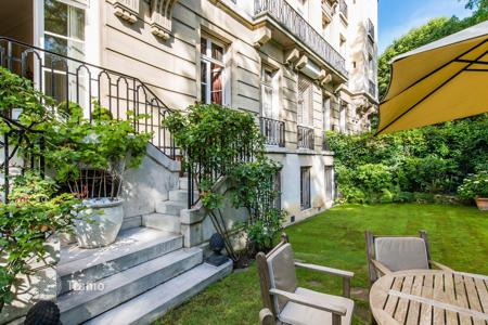 Property to rent in 16th arrondissement of Paris. PARIS 16/ DAUPHINE — 300 M² DUPLEX — GARDEN — PARKINGS