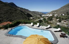 4 bedroom villas and houses to rent in Canary Islands. Detached house – Gran Canaria, Canary Islands, Spain