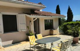 Residential for sale in Moniga del Garda. Spacious house with garden, swimming pool and terrace in a quiet location on Lake Garda