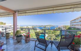 3 bedroom apartments for sale in Villefranche-sur-Mer. Spacious 4 bedroom top floor apartment of 120sqm with an amazing view of the bay of Villefranche