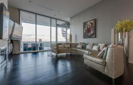 Property for sale in Dallas. Penthouse with a swimming pool, a roof-top terrace, and a view of the city, Dallas, Texas, USA