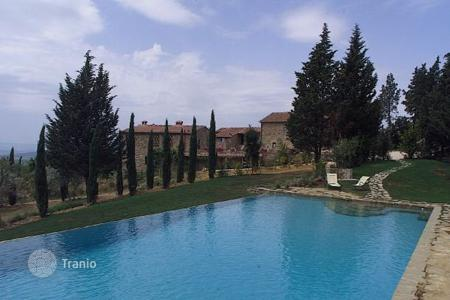 Villas and houses to rent in Zona Industriale. Villa di Marciano