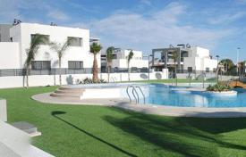 Townhouses for sale in Valencia. Modern townhouse in Torrevieja