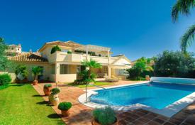 Comfortable villa with a private garden, a pool, a garage and terraces, Marbella, Spain for 1,650,000 €