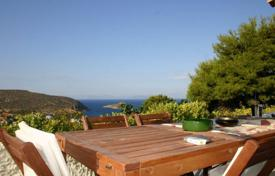 Residential for sale in Porto Rafti. Two-storey cottage with two independent apartments, a garden and a sea view, close to the sea, Porto Rafti, Greece