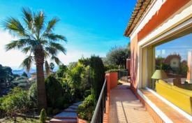 Luxury 6 bedroom houses for sale in Nice. Charming guarded villa in the hills of Nice