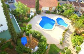 3 bedroom apartments for sale in Majorca (Mallorca). Apartment with a terrace and a sea view in a residential complex with a garden and a swimming pool, Palmanova, Spain