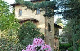 Property for sale in Piedmont. Ancient villa with garden in the center of Stresa, 200 meters from Lake Maggiore