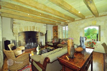 Villas and houses for rent with swimming pools in Siorac-en-Périgord. Le Noyer