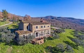 Traditional stone country house with a swimming pool and farmland, Arezzo, Italy for 1,250,000 €