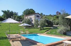Houses with pools for sale in Giove. Prestigious farmhouse for sale in Umbria