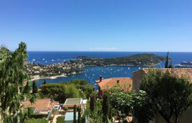 Residential for sale in Villefranche-sur-Mer. Delightful 4 room apartment with interesting volumes, terrace and sea view