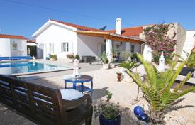 2 bedroom houses for sale in Portugal. Modern 3 bedroom villa with swimming pool and sea views, Vale da Telha, West Coast
