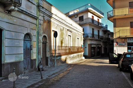 3 bedroom houses for sale in Sicily. Old house in the suburb of Catania — Aci Sant'Antonio, in front of the Mother Church, Sicily