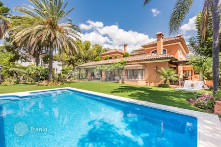 Luxury 5 bedroom houses for sale in Malaga. Mediterranean villa in Golden Mile