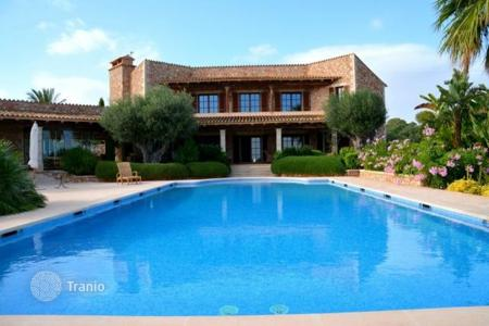 Houses for sale in Majorca (Mallorca). Beautiful stone country Villa for sale with captivating sea views, Calonge, Spain