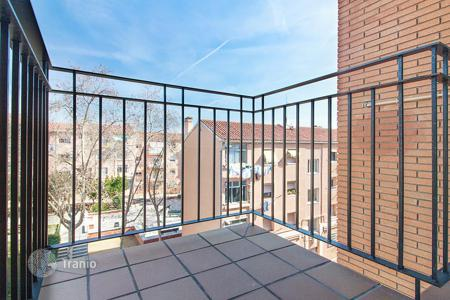 Cheap 2 bedroom apartments for sale in Barcelona. Apartment with balcony in Badalona