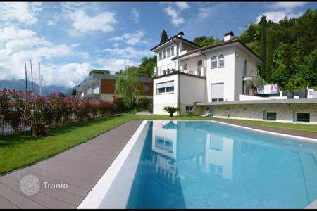 Luxury houses for sale in Veneto. Villa – Garda, Veneto, Italy