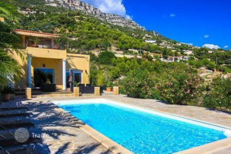 Luxury houses with pools for sale in Èze. New villa with sea view in Saint Lauren D'ez