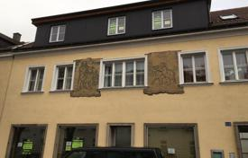 Property for sale in Lower Austria. Guest house with a large garden and a garage in the center of Sankt Pölten, Lower Austria