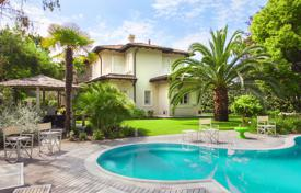 Luxury houses for sale in Lucca. Furnished Mediterranean style villa with pool and garden, 500 m from the beach in Forte dei Marmi, Tuscany, Italy