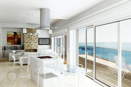 New homes for sale in Spain. Spacious apartment with terrace and sea view, in a residence with swimming pool, direct access to the sea, in Villajoyosa, Alicante, Spain