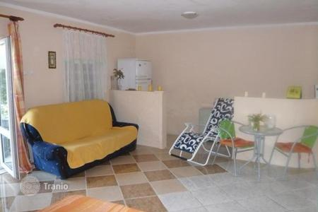 Residential to rent in Prčanj. Single storey house for rent in Parcani