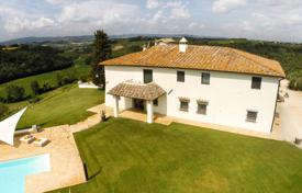 Luxury 4 bedroom houses for sale in Tuscany. Luxury villa with swimming pool, stables and a helipad in Chianti