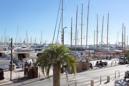 1 bedroom apartments by the sea for sale in Côte d'Azur (French Riviera). Cannes — Old Port