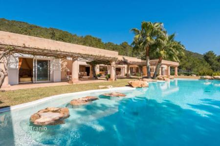 4 bedroom villas and houses to rent in Balearic Islands. Sea view villa with terraces, summer kitchen, swimming pool in Es Cubells, Ibiza, Balearic islands, Spain