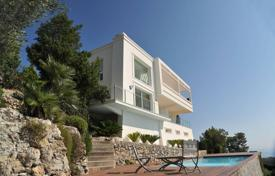 Coastal residential for rent in Côte d'Azur (French Riviera). Villa For Rent in Roquebrune-Cap-Martin