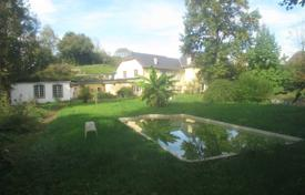Houses with pools for sale in Nouvelle-Aquitaine. Spacious villa with additional buildings and a swimming pool, next to the valley of Ossau, Pau, France