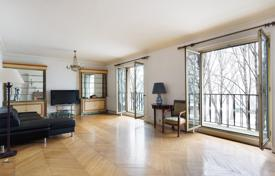 Luxury 3 bedroom apartments for sale in Paris. Paris 7th District – Enjoying a view of the Seine and Pont d'Alma