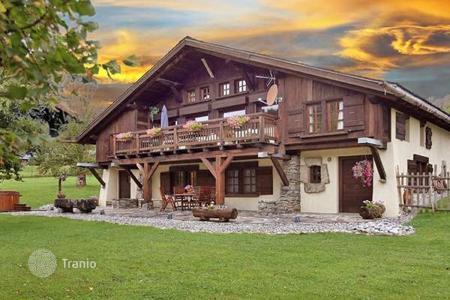 6 bedroom villas and houses to rent in Auvergne-Rhône-Alpes. Villa – Megeve, Auvergne-Rhône-Alpes, France