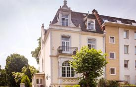 Houses for sale in Germany. Spacious Jugendstil villa with a garden, a parking and a separate apartment in a luxury area, Frankfurt am Main, Germany