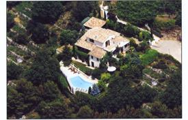 5 bedroom houses for sale in Nice. Beautiful villa in the Heart of the French Riviera