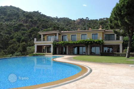 Luxury houses for sale in Sant Feliu de Guixols. State-of-the art villa benefining from panoramic sea views. Elite property in a unique setting!