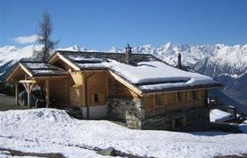 5 bedroom villas and houses to rent in Bagnes. The chalet with 5 bedrooms, a living room with a fireplace and a balcony, a ski room and a parking, Verbier, Switzerland